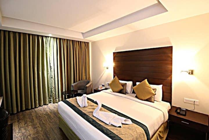 Hotel Aravali Heights Deluxe Room