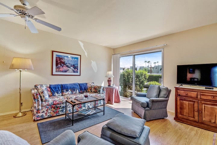 Beautiful condo w/shared pool, hot tub, gym - close to Phoenix and Scottsdale