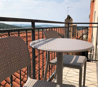 Vrsar - Apartment in old town +terrace (2nd floor)