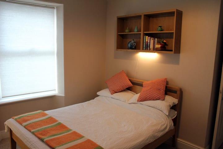 Comfortable room near Carmarthen town centre