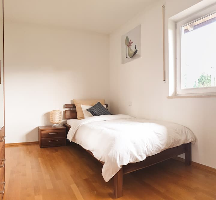 Private Bedroom in modern vacation house <room3>