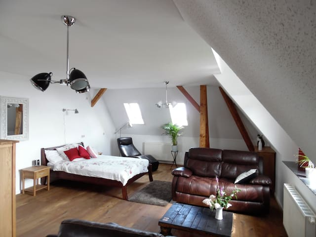 The Old Vicarage Top Floor Apartment - Wermsdorf - Rumah