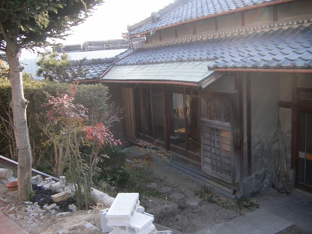 This property is a Japanese traditional old folk house that was built 50 years ago.
