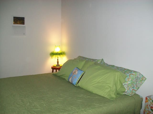 King Bedroom 1 Blk to St Car !  NO cleaning fee !