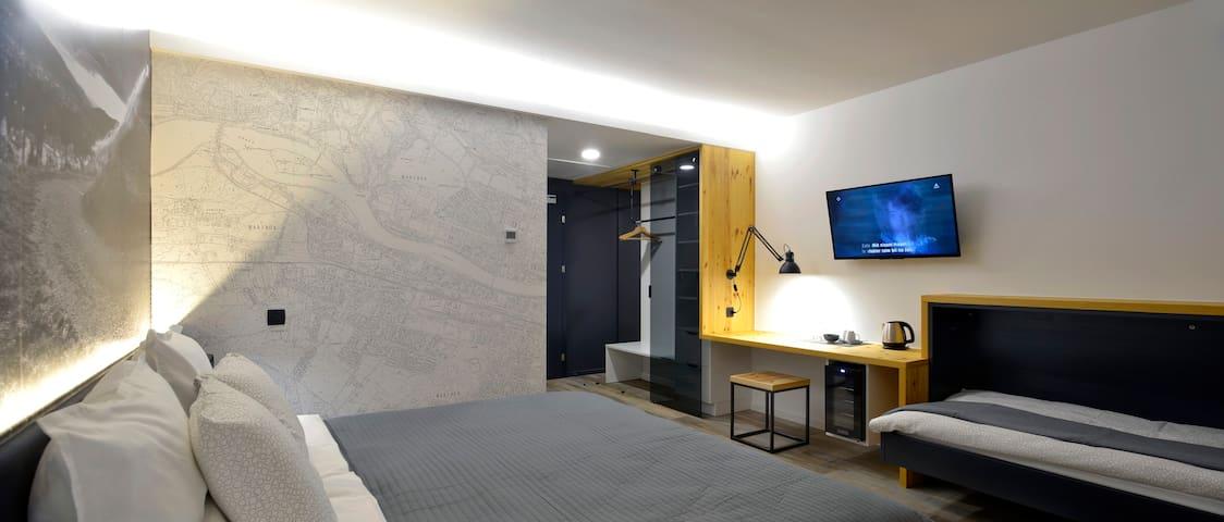 ☆Triple room in City Map B&B☆ w/garage, AC