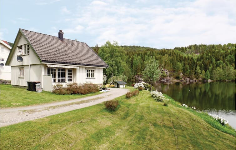 Holiday cottage with 3 bedrooms on 110 m² in Ulefoss
