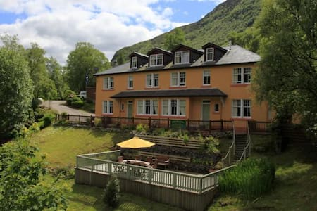 Scenic Apartment at B&B - Twin Room - Shared Bath - Kinlochleven