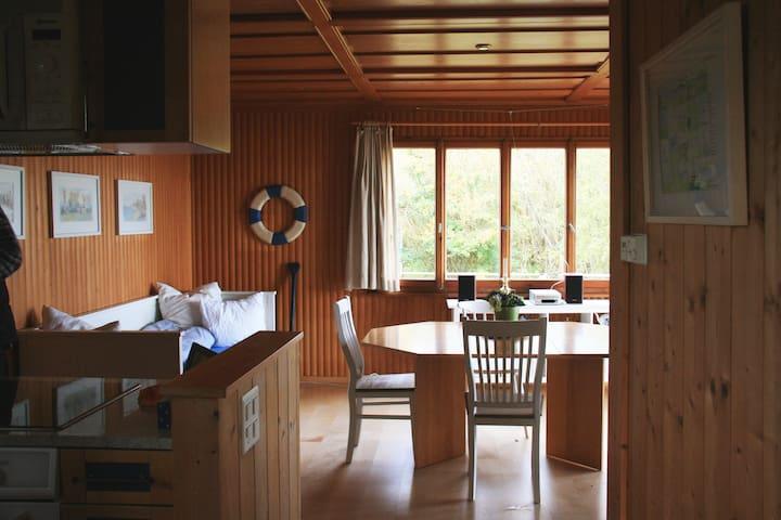 Haus am Seeufer | Veranda in natürlicher Umgebung