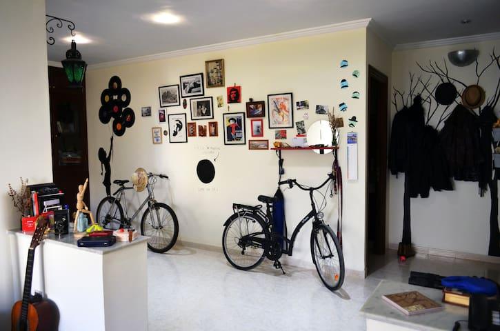 Private room in quiet artist cocoon - Rabat - Bed & Breakfast
