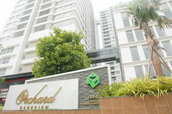 Luxury Apt 1BR near Airport free pool&gym 12th flr