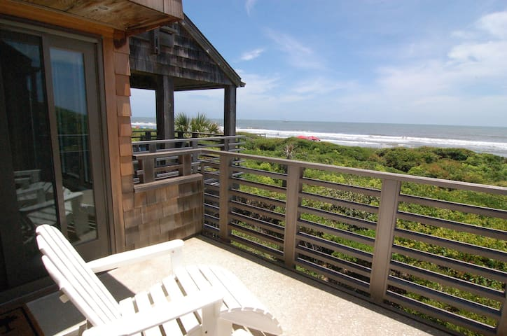 First floor oceanfront villa w/ sundeck & covered porch only steps to the beach!