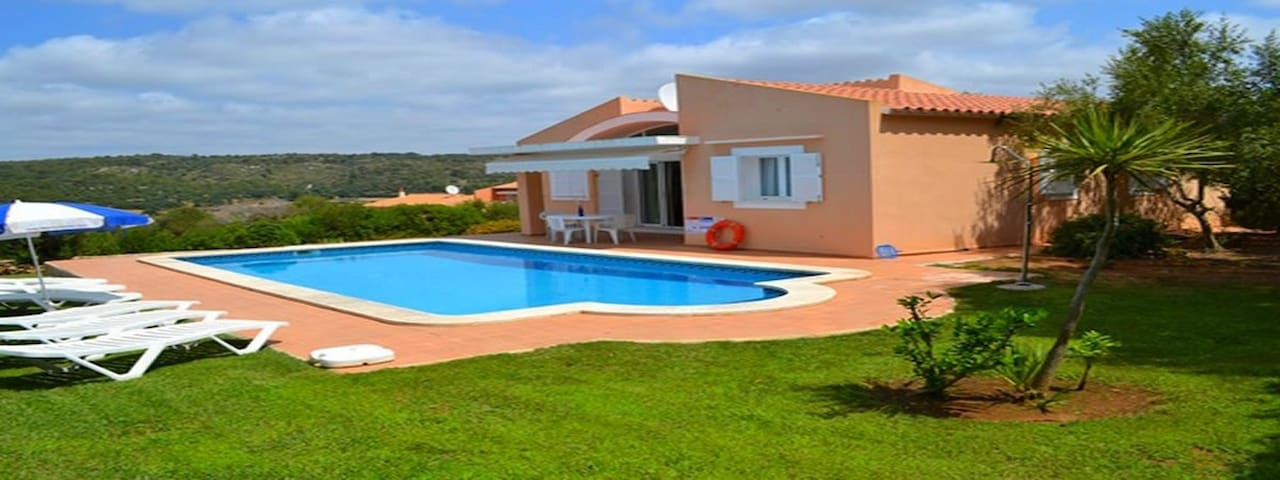 Villa Laura: perfect to visit Menorca, with private pool