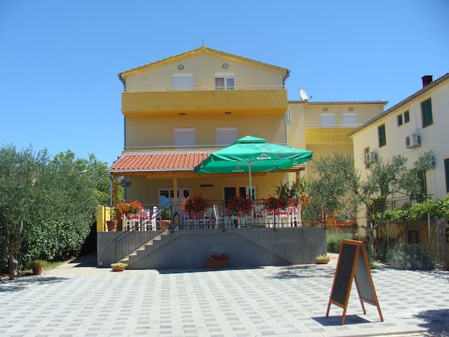 Cosy, close to the beach b&b - Sveti Filip i Jakov - Bed & Breakfast