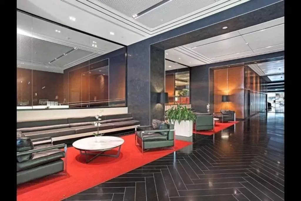 Reception ground floor. Photo by: Unknown, own by the Wyndham hotel
