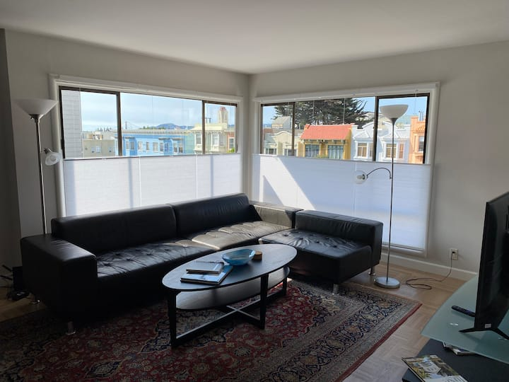 Sunny Nob Hill 2 bedroom apartment.  Free Parking!