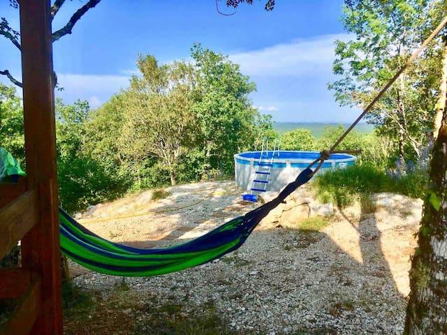 Chalet dans la nature, proximité Sarlat Rocamadour