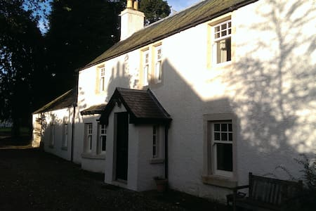 Bannatyne Cottage - in the heart of rural Angus - Newtyle