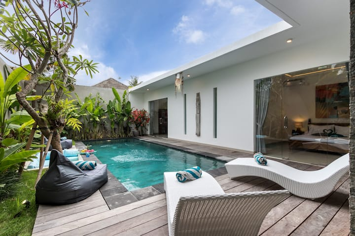 Modern 2 BR villa seminyak center [MONTHLY DEAL]