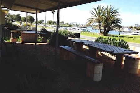 Mandurah Beach Shack - Halls Head - Rumah