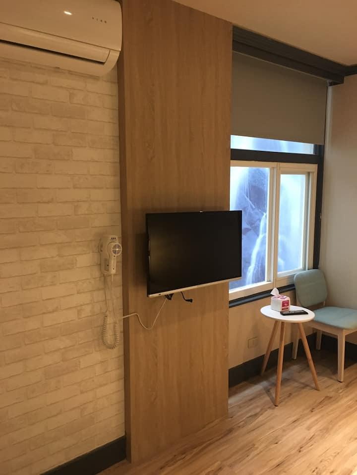 遠悅飯店 台南新美一館 雙人房(天井窗)