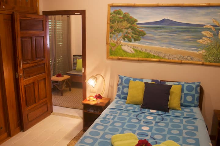 Relaxing Beach Front Apartment just 10m From Waves