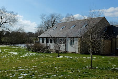Modern and Spacious Annexe in Beautiful Grounds