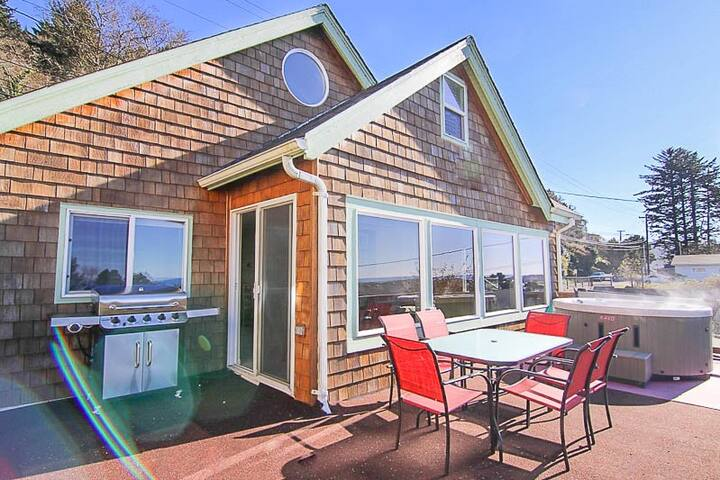 Updated Depoe Bay Charmer has Wood Fire, Oceanview, Hot Tub & Allows Pets!