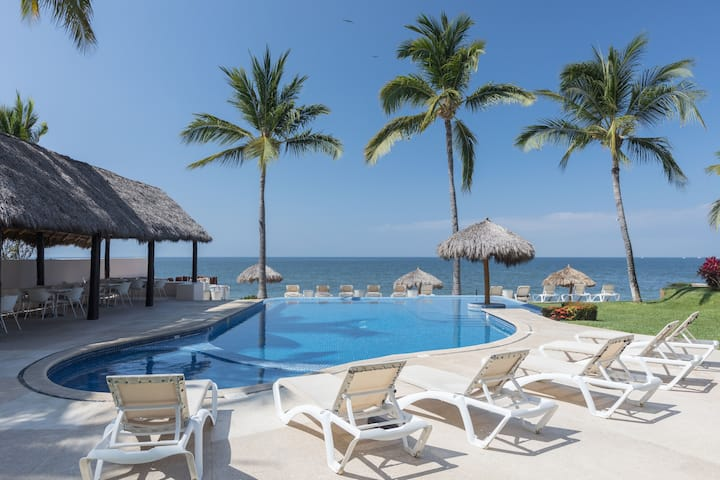 SWEET BREEZE Beach front apartment, 2 BR, pool.