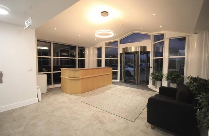Luxury, Modern,  Heathrow Apart-Hotel