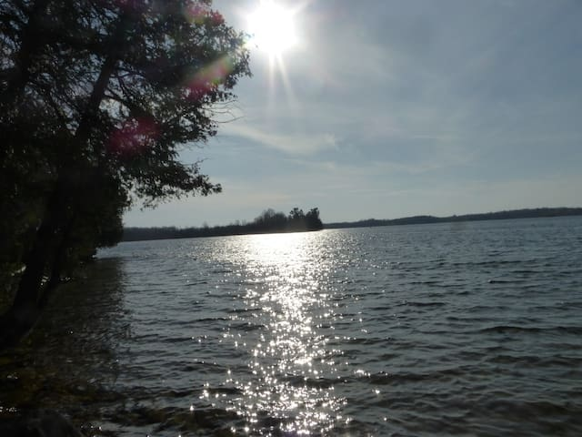 Quiet Cottage Retreat at Otter Lake