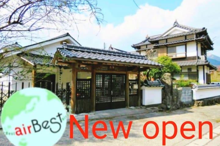 黒)★2 story traditional house with Outdoor Hot Spring★it's available up to 20 people!★5 mins to Yunotsubo Street!