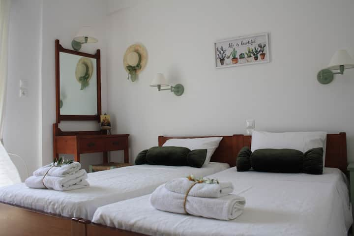 Olive apartment in Adelianos Kampos, Rethymno