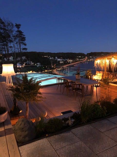 Nybyggd gäststuga med havsutsikt