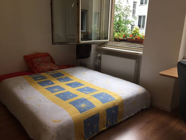 Cozy Room In freshly renovated Apartment Downtown - Berlin - Appartement en résidence