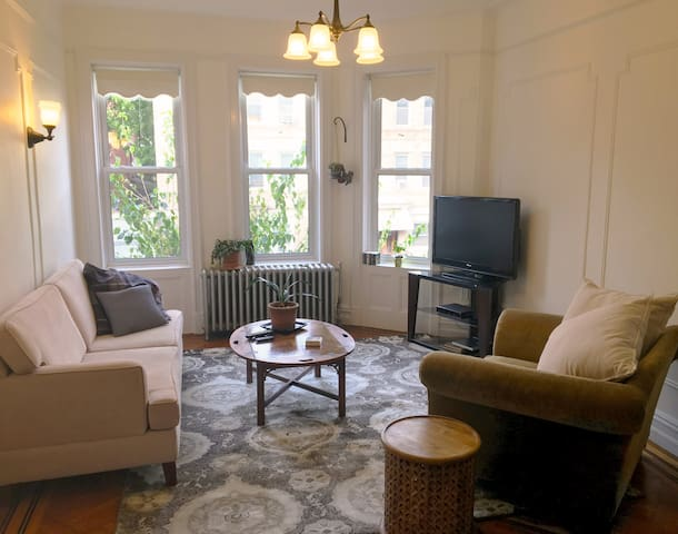 Sunny 2 br apartment in Prospect Lefferts Gardens