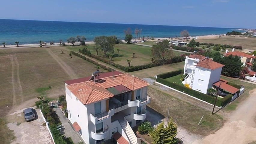 Two-storey maisonette 85m2, first to the sea with