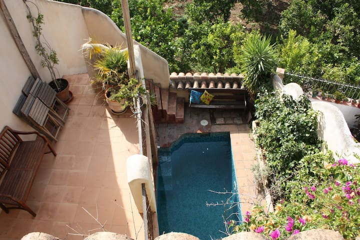 Pretty village house with patio, pool & terraces - Saleres