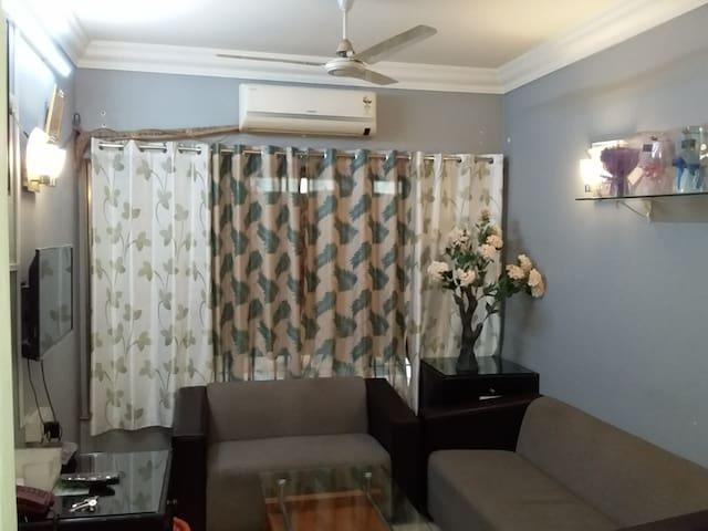 Spacious AC bedroom -Next to BOMBAY EXHIBITION