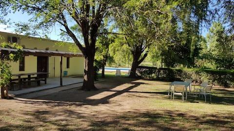 Casa de campo con pileta y parque - El Trapiche