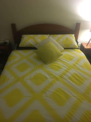 Private room on offer - Brookvale - Huoneisto