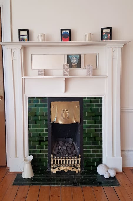 Living Room - Gas Fireplace