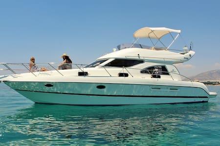 Yacht ΧΑΡΑ in Alimos - Alimos - Barca