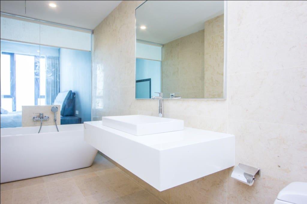 masterbed bathroom