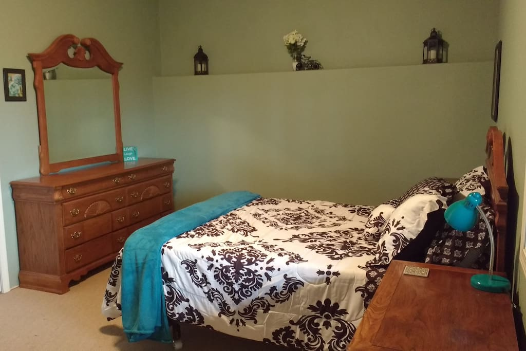 The bedroom from another angle.  Did we mention that the bed is a tempur-pedic memory foam mattress?