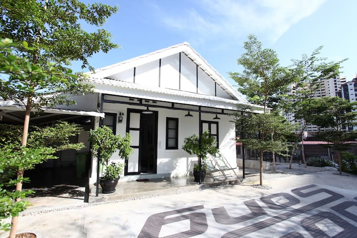 Unique House in Penang with Garden - George Town - Dom