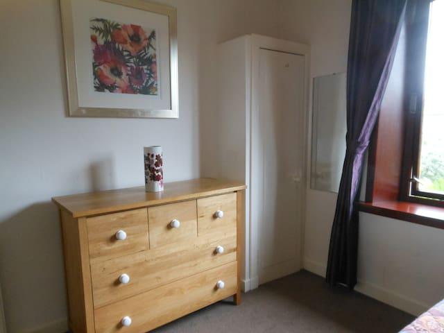 Comfortable Quiet 2 bed apartment.