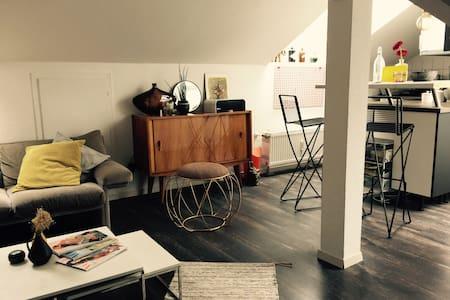 CENTRAL and Bright Design STUDIO - Stuttgart - Apartment