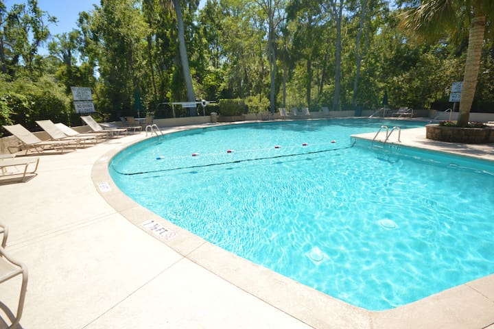 Dog-friendly, Shipyard townhome w/ pool access - short bike ride from the beach!