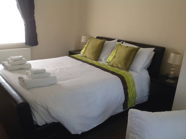 KING SIZE BED Fresh and modern bed linen