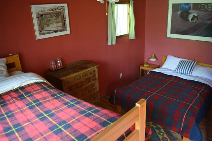 A cozy family room at Smoothwater Lodge